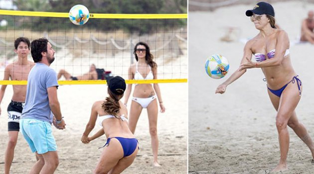 Ibiza tatilinde plaj voleybolu oynadı