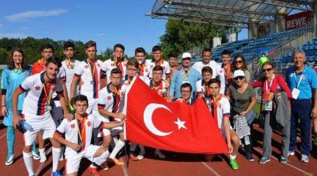 Bergama, Kardeş Şehir Olimpiyatları'nda 2. oldu