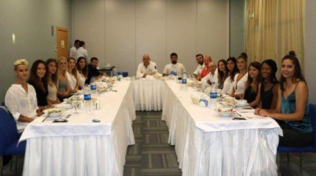 Manisa'lı Sultanlar yemekte toplandı